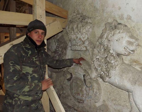 реставратор Николай Иващук.
