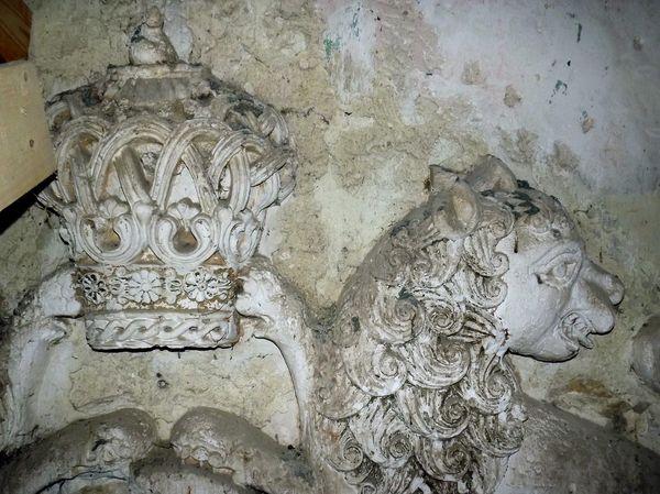 Лев и корона